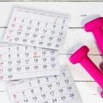 カレンダーとダンベル
